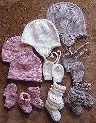 Free Knitting Patterns For Babies Mittens And Hats : Abbigliamento per il neonato: il corredino